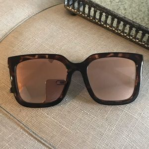 Quay Tortoise Sunglasses Rose Gold Lenard
